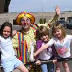 Make your birthday child this happy with Raynbow the Magic Clown
